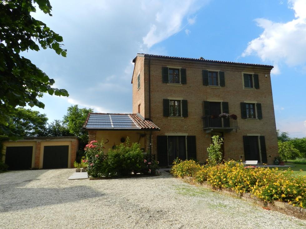 Immobili in vendita ad acqui terme for Planimetrie del cottage del cortile