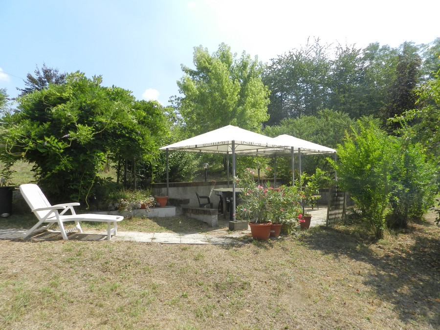 Villa ordinata con torretta in vendita vic acqui terme for Planimetrie gazebo